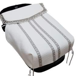 Saco de capazo con colcha piqué rombo balnco con puntillas en gris