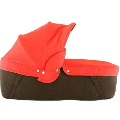 Capazo cuco base chocolate capota y cubre rojo